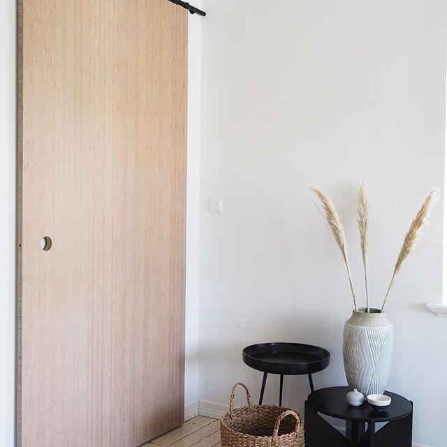 Bamboo barn door in this corner of our livingroom | #askogenghome