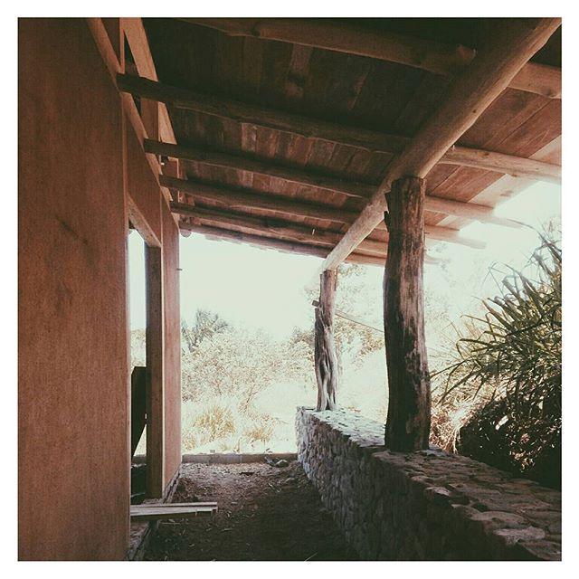 E a r t h y :: construction nearing completion on site @cirenas.costa.rica // #backtobasics #natural #earthy #architecture #vsco #construction #design #landscape #materials 📷@lau_fesilvestre