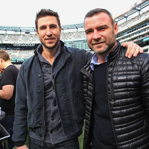Star Tracks: Monday, November 10, 2014 | FAMILY FOOTBALL | It's brotherly love! Orange Is the New Black's Pablo Schreiber joins his half-brother Liev at the Pittsburgh Steelers vs. New York Jets game at MetLife Stadium on Sunday in New Jersey.