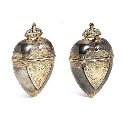 MAURITZ ARNHOLTSEN SVAB 1763 - 1808  Luktevannshus Forgylt sølv og sølv. Hjerteform. Gravert mønster med blad og blomstermotiv.