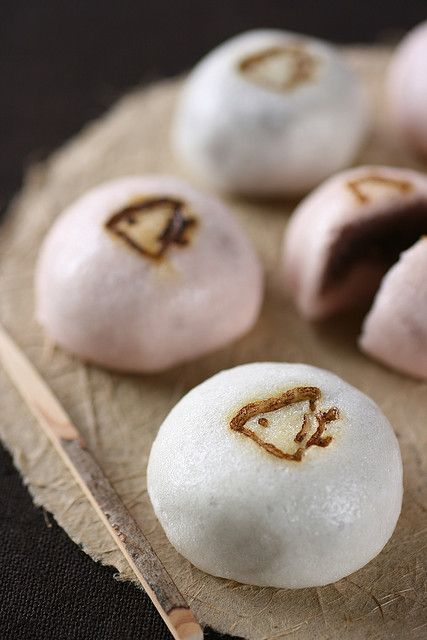 wagashi (Japanese sweets) Chidori-manju: 'Chidori' means a plover, that is the kigo (=season word) for winter in haiku.