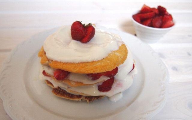 Frühstück deluxe: einfache, glutenfreie Kokos-Pancakes