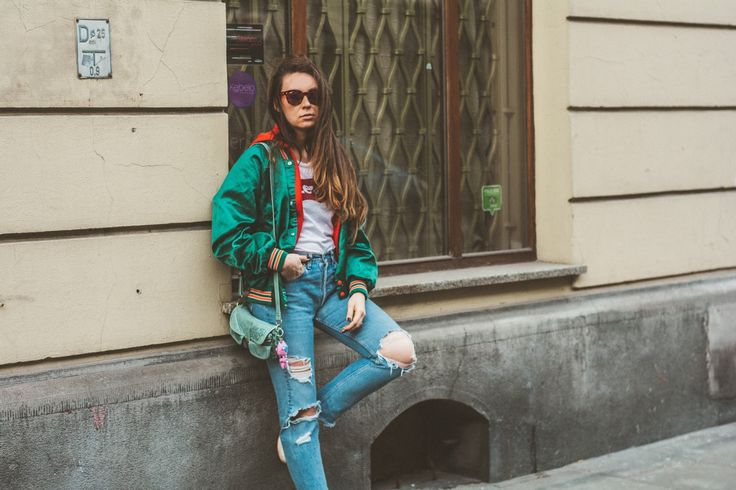 MIAMI bomber jacket and levis jeans street style