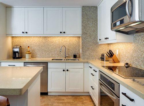 Sparkling backsplash with shaker cabinets