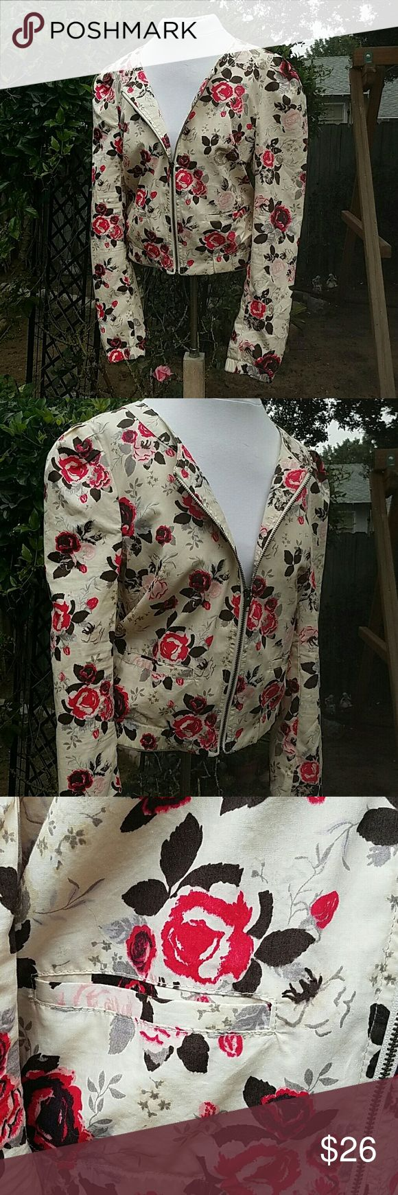 NWT H&M Floral Zip Up Blazer Bomber Jacket 10 Lightweight blazer with a bomber jacket feel to it Romantic floral is a good contrast to its more loose fitting silhouette  Elastic band on hem Zip up front Made by H&M size 10 Tag still attached although bottom half of tag has been removed In good condition H&M Jackets & Coats Blazers