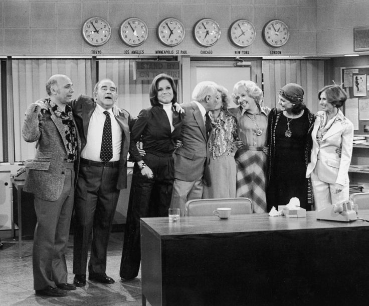 Edward Asner, Valerie Harper, Cloris Leachman, Mary Tyler Moore, Georgia Engel, Ted Knight, Gavin MacLeod, and Betty White at an event for Oh Mary (1970)