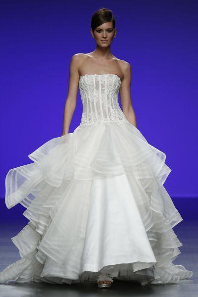 Robes de mariée Cymbeline 2016 : Quand avant-garde et tradition se lient à la perfection Image: 5