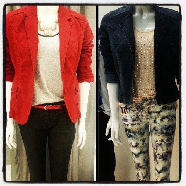 Detalhes: blazer vermelho Calvin Klein  calça estampada Ellus