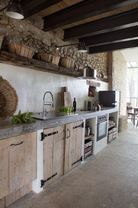 ! Eichenküche mit idealer Kombination rustikale Wand mit weißem waschbarem Putz.   – Patricia Cuppens