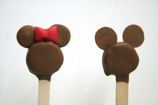 Mickey en Minnie ijslolly met banaan en chocolade...  Traktatie voor op school???