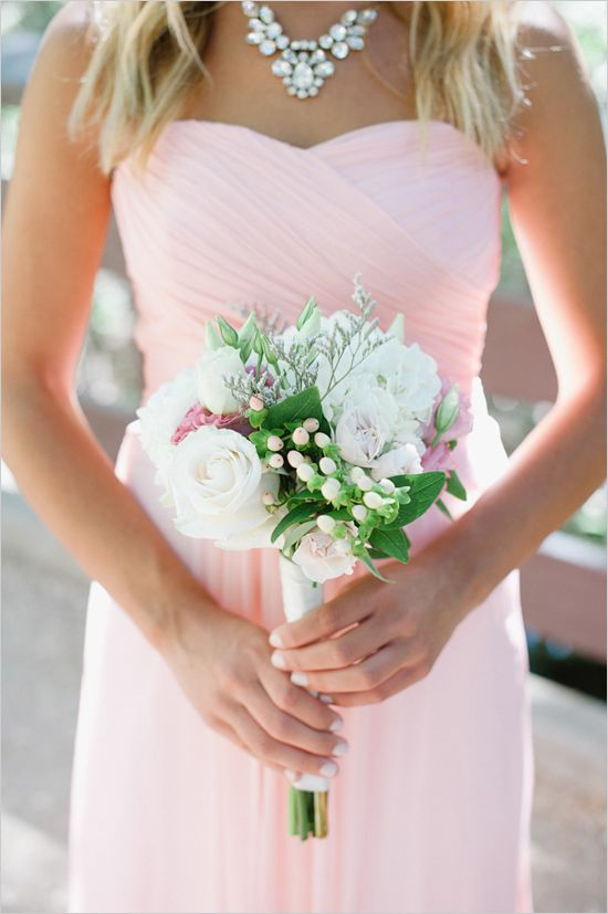 white bouquet that pops against pink bridesmaid dress