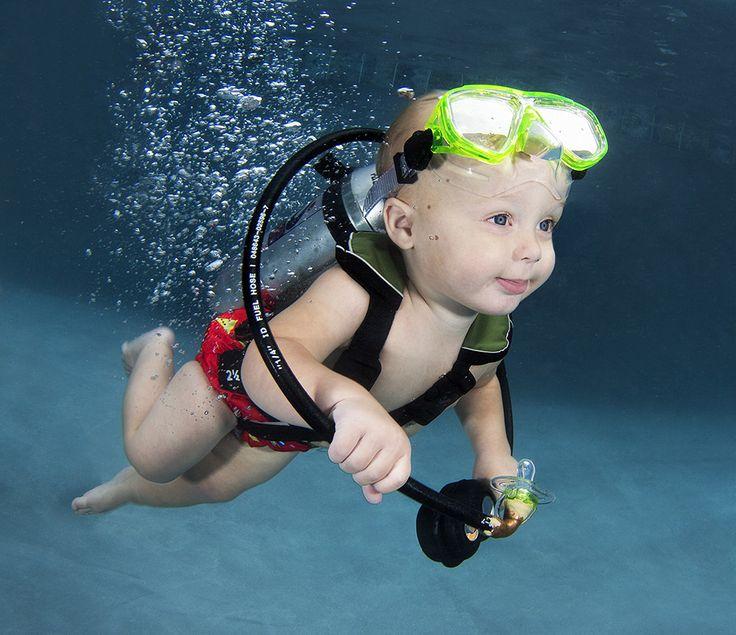 ニルヴァーナの再来か? 13人の赤ちゃんが水中で愛くるしいポーズ(画像)