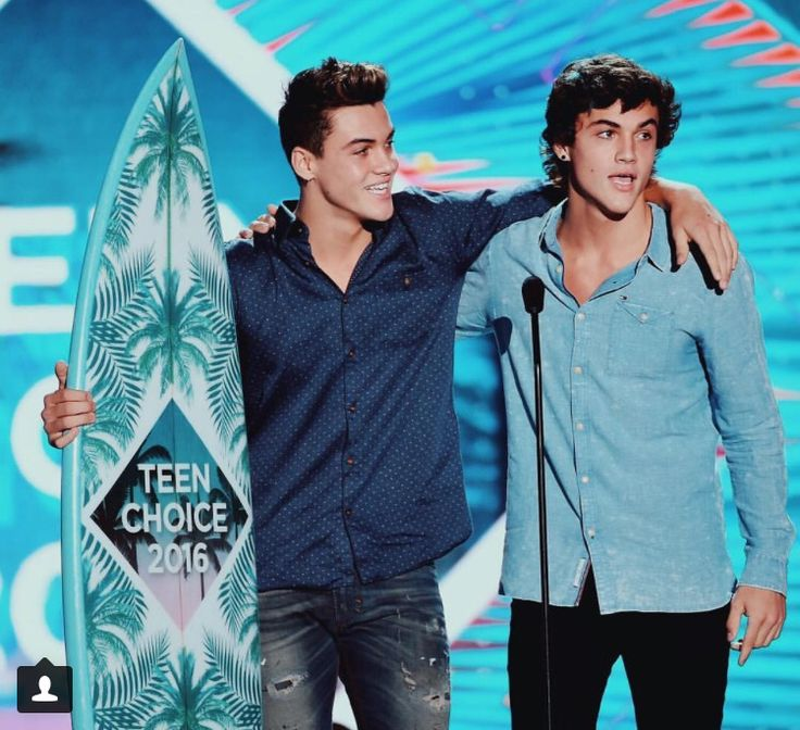 The twins were nominated for choice male Webstar and choice male YouTube and won both awards. Congrats boys!!