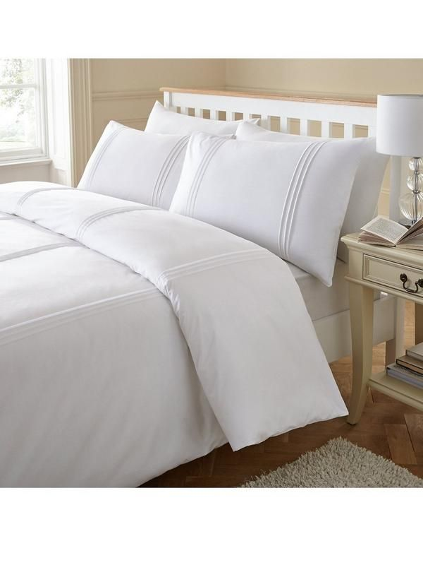 A contemporary modern design duvet cover set made from a blend of fine cotton and polyester. This minimalistic duvet cover set is styled with pintuck stripes and is both beautifully smooth to touch and extremely long lasting.The Single set contains 1 duvet cover and 1 pillowcase. Double and King sizes have 1 duvet cover and 2 pillowcases. Colour: White. 50% cotton, 50% polyester. Machine washable.