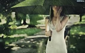 Znalezione obrazy dla zapytania dziewczyna z parasolem w deszczu