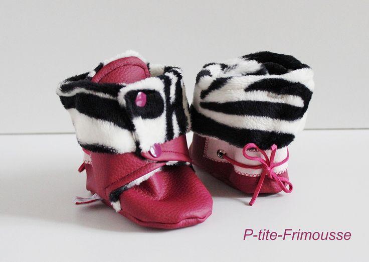 Chaussons bottines bébé, simili cuir framboise , doublure minkee zébré noir &blanc ultra doux . Imperméables ! : Mode Bébé par p-tite-frimousse