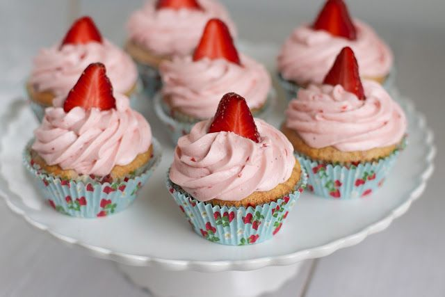 Strawberry Rhubarb Cupcakes