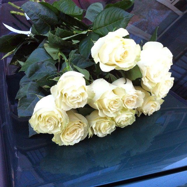 Для ценителей белых роз. Цветы с доставки.
