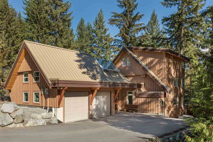 Enjoy views of Wedge & Armchair Mountains from this great family home in Emerald Estates Whistler! 9199 EMERALD DRIVE, Whistler, BC V0N 1B9