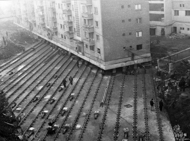 25 Years ago A2 Apartment building from Alba Iulia, Romania was moved 50 meters on tracks. It took about 5 hours to move 80 apartments and their habitants summing a total of 7600 tones. Not a single drop of water was spilled that day.