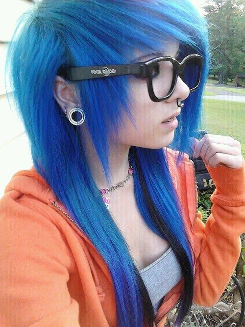 Awesome blue hair. Love big black glasses. Needs some!!!