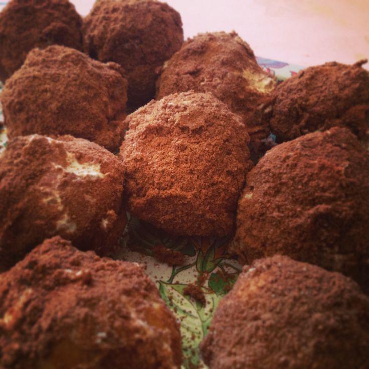 Tanti bei #bigne' trasformati in #tartufi!! Chi ne vuole uno lasci pure un #commento qui sotto  buona #domenica da #ricettelastminute!! #love #food #instapic #instacool #instafood #instagood #instaphoto #me #italy #italia #sicilia #sicily #catania #cacao #tartufo #dolci #dessert #panna #crema #photooftheday
