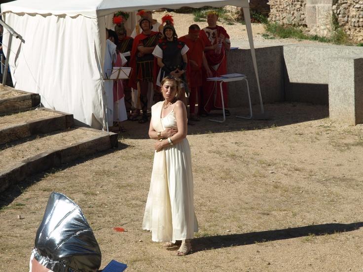 la dulce Agripina vive un tortuoso amor con Capullus, las vidas de ambos peligran durante toda la obra...