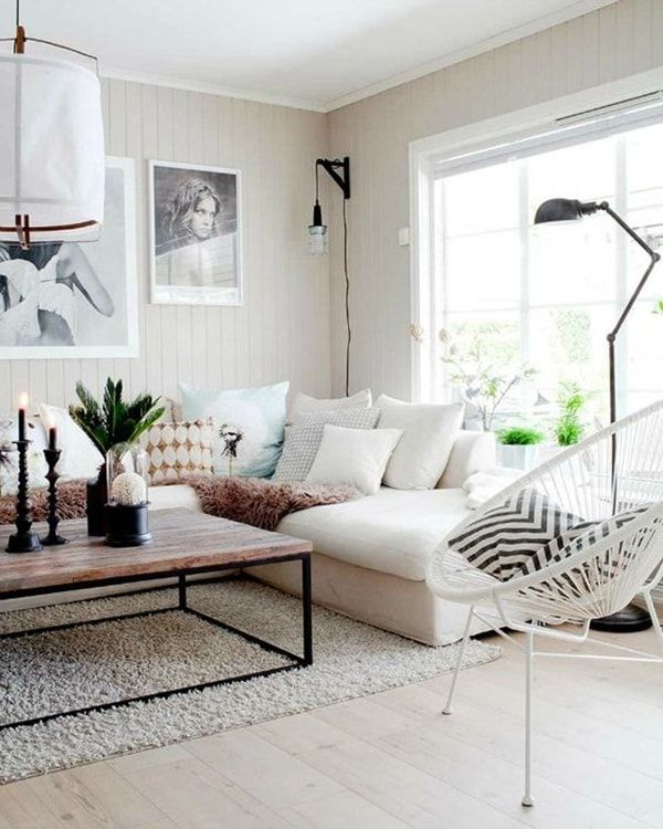 Sala pequeña con suelo laminado