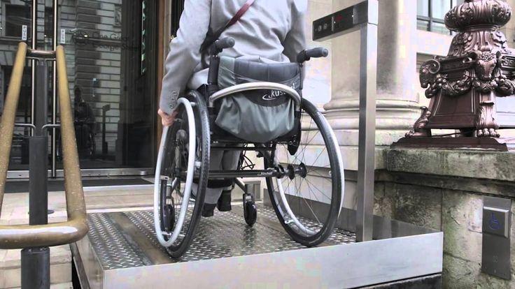 Escaliers rétractables pour permettre une meilleure accessibilité... Il fallait y penser...