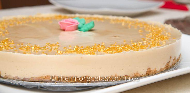 Este año en mi cena de nochebuena, hice esta tarta súper sencilla y riquísima tarta de turrón.