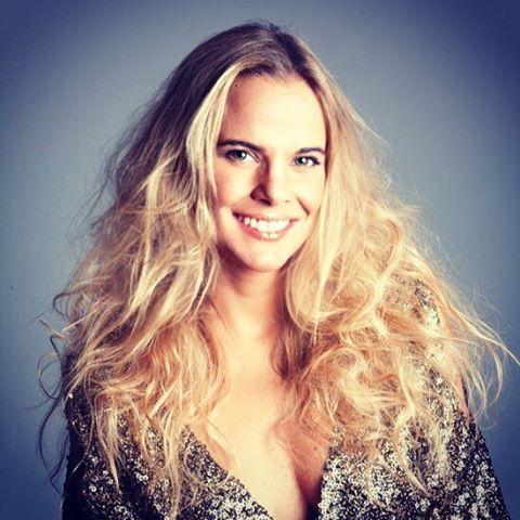 @javierasuarezoficial maquillada y peinada por @evatangol para @revistacosas  #tangolstudio #javierasuarez #revistacosas #maquillaje #peinado #sesionfotografica #hairstyle #makeup #blonde #smile