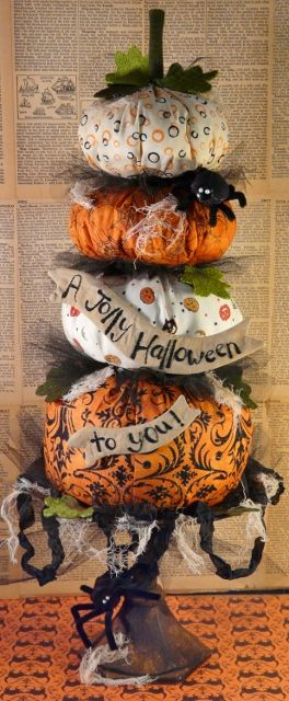 Fun fabric stacked pumpkins! Hudson's Holidays - Shirley Hudson: A jolly Halloween to you Pattern