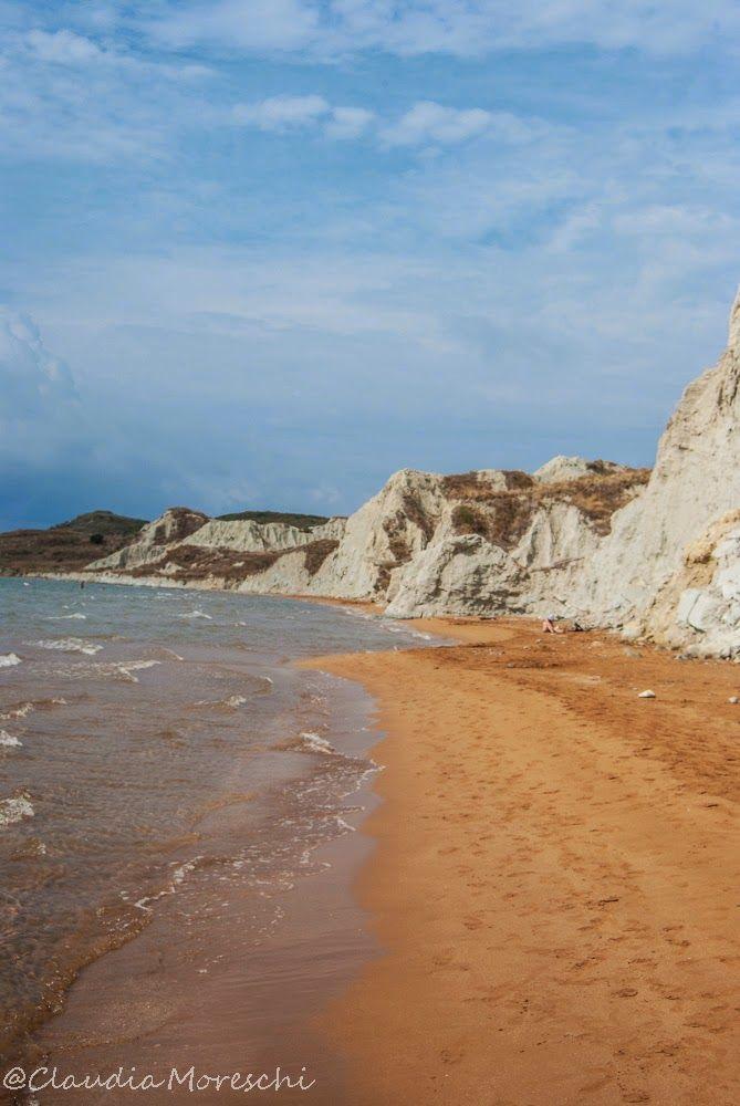 Xi Beach, Cefalonia: le spiagge di sabbia rossa esistono! http://www.travelstories.it/2014/09/cose-da-sapere-su-cefalonia-unisola-non.html#more #cefalonia #xibeach #consigligrecia #consiglidiviaggio #grecia #spiaggegrecia