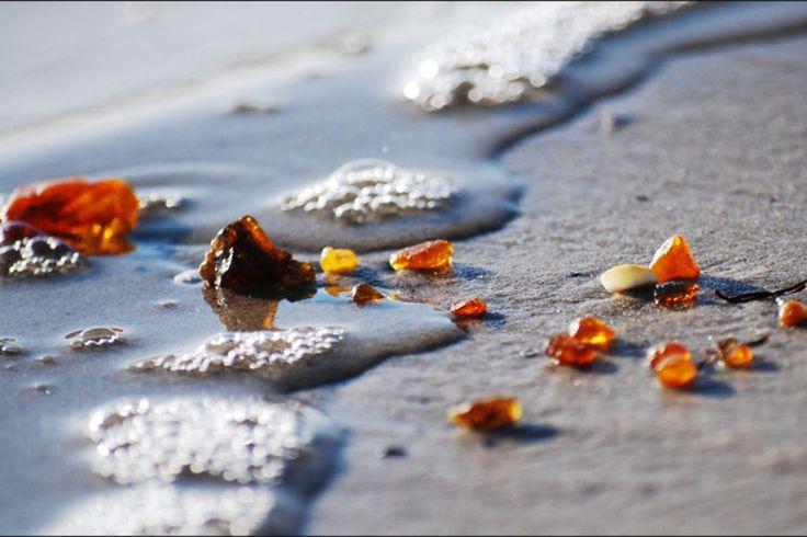 Kaliningrad beach covered in amber at Christmas~Russia~ und Joachim hat Bernstein - Gold der Ostsee - am Strand von Noer bei Kiel gefunden :-) !