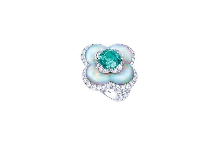 Anelli: pollice verde - La moda ufficiale