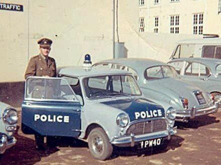 Mini Cooper Police ===> https://de.pinterest.com/secondnrj/classic-mini/ ===> https://de.pinterest.com/pin/128915608062484186/