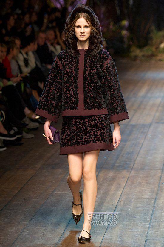 """""""Зачарованная Сицилия"""" - такое название получила осенне-зимняя коллекция итальянского модного дома Dolce&Gabbana. На подиуме, оформленном как сказочный заколдованный лес, под музыку Чайковского """"Танец Феи Драже"""", модели"""