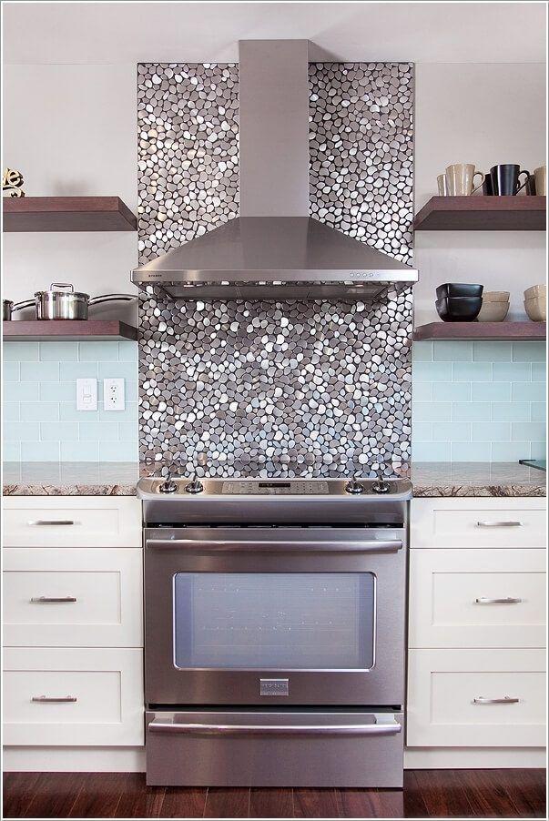 Кухонный фартук должен быть соединением стиля и функциональности (в том смысле, что его часто приходится мыть). Здесь вы найдёте несколько оригинальных идей оформления этой важной зоны каждой кухни.