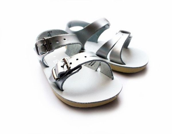 We love Salt Water Sandalen «Seawee» in silver @weloveyouloveshop  #weloveyoulove #weloveyouloveshop #saltwater #sandals #silver