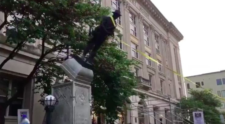 Demonstrators Pull Down Confederate Monument in Durham | HuffPost
