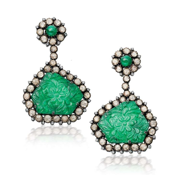 These @amrapalijewels #earrings use traditional Indian carving techniques yet the vibrant #emeralds - ethically sourced by @gemfields  - and uncut #diamonds create a fresh and contemporary feel.
