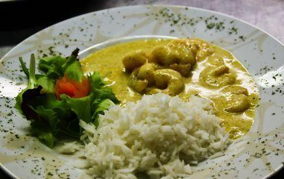 Gamberetti al curry - Ecco un piatto veramente veloce, dei gamberetti al curry da servire con del profumato riso thai