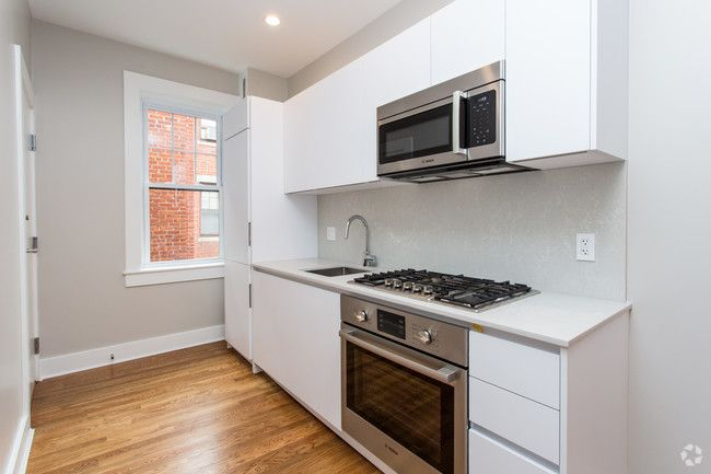 See All Available Apartments For Rent At Forest Court In Cambridge Ma Forest Court Has Rental Units Rangin Apartments For Rent Apartment Efficient Appliances
