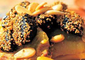 Recept voor Tajine van lamsschenkel met gedroogde pruimen, amandelen en sesamzaad | Solo Open Kitchen