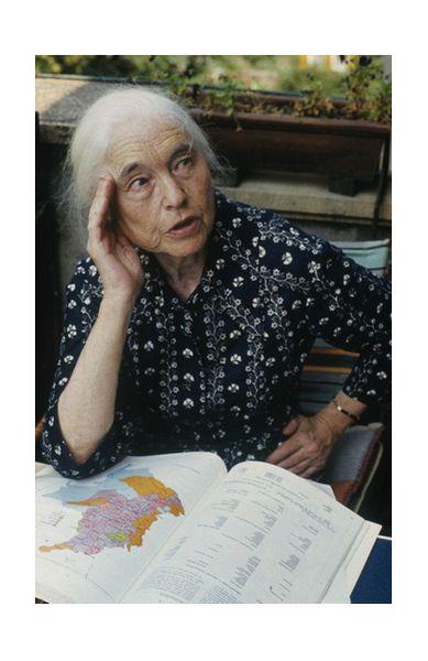 """Anna Seghers: """"Eine Seele, aber schwierig zu fotografieren, weil sie so unruhig war"""", sagte Gerhard Kiesling über die berühmte Schriftstellerin, die jahrzehntelang den Schriftstellerverband der DDR leitete. Für ihre Arbeit erhielt sie u.A. den Büchner-Preis (1947)."""