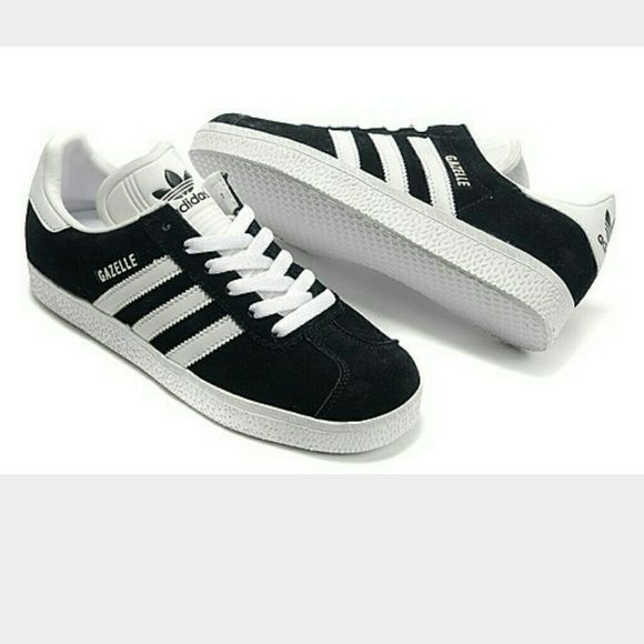 """Adidas gazelle sneakers Adidas gazelle men or women's sneakers. Super fashionable. And in like new condition. These are a """"male"""" sneaker. So it's a size 9 in mens. However these could be worn by either a male or female:) for a female these would be a size 10.5 to 11. Adidas Shoes Sneakers"""