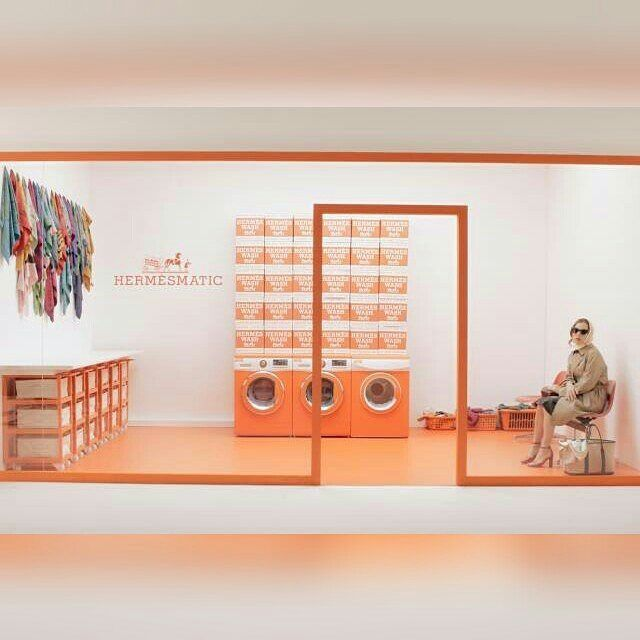 Terdapat ekspansi menarik dari Hermés. Alih-alih butik maupun melansir koleksi kolaborasi rumah mode asal Prancis ini berinovasi dengan menghadirkan HermésMatic; laundry service dengan dua mesin cuci yang tak hanya dapat mencuci tetapi juga melembutkan dan menghaluskan pakaian. Bagi Anda yang tertarik untuk mencobanya HermèsMatic akan buka pada tanggal 13-22 April 2017 mendatang di Place des LumieresCity Walk Dubai. (Fashion Assistant- @ claratan17) #ELLEUpdates  via ELLE INDONESIA MAGAZINE…
