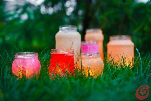 Lanterne colorate per illuminare la festa estiva in giardino