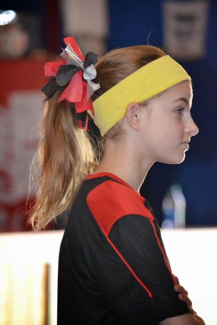 Soccer Hair Bow, Soccer Hair Tie, Cheerleading Hair Bow, Cheerleading Hair Tie, Easy No Sew Hair Bow, Easy No Sew Hair Tie, Step by Step instructions.  Living Life As A Fife: Easy No Sew Soccer / Cheerleader Hair Bows