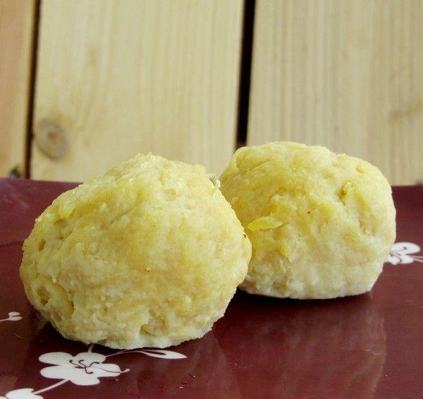 Kartoffelknodel, les boulettes/quenelles de pommes de terre allemandes et autrichiennes